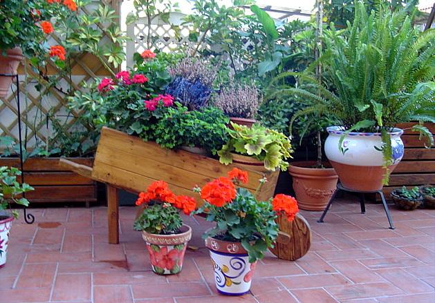 Arte y jardiner a el jard n en macetas for Macetas decoradas para jardin
