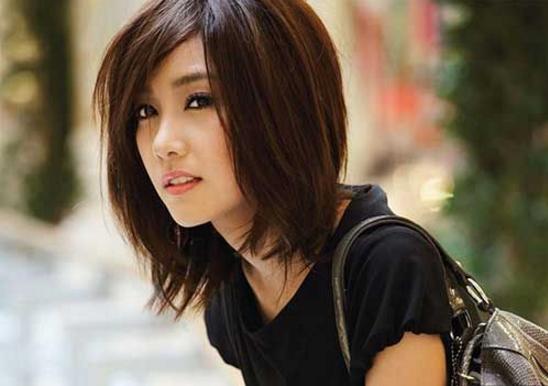 model potongan rambut sebahu gaya layered tebaru