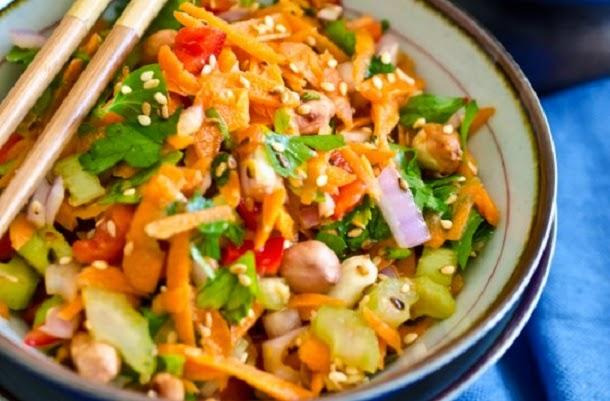 Receita de salada asiática fácil e deliciosa