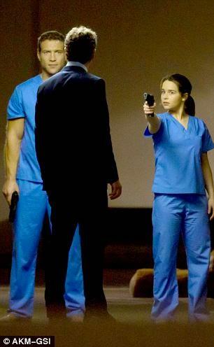 Jai Courtney y Emilia Clarke en Terminator: Genesis