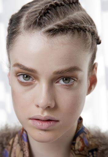прическа със сплетена коса
