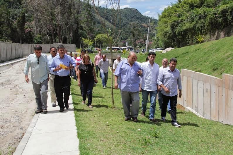 Autoridades e equipe técnica do Inea verificam andamento das obras dos rios Príncipe e Imbui
