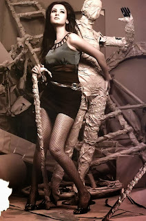 sonal_chauhan-in-black-net-mesh-stockings