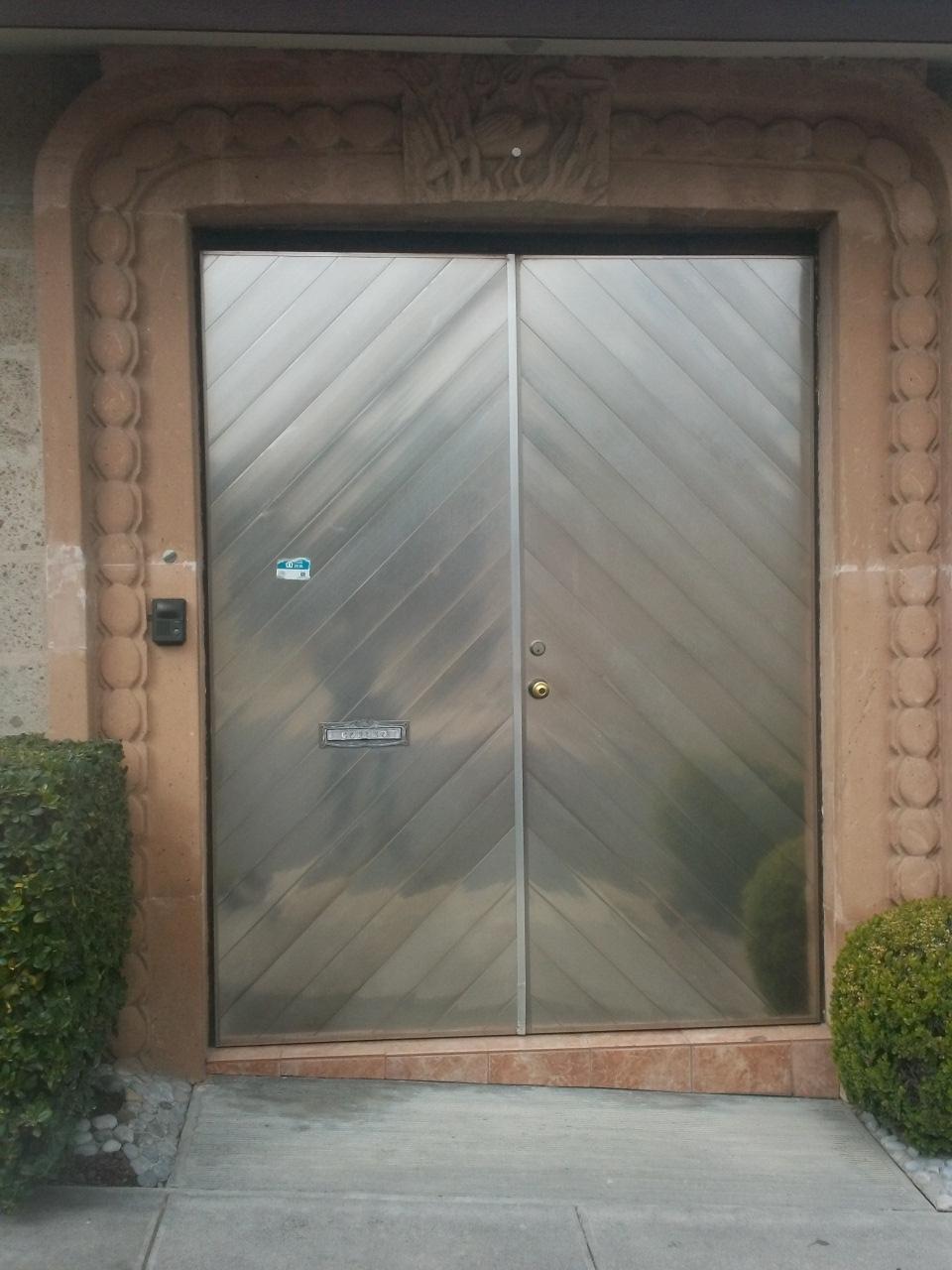 Puertas y portones de aluminio como nuevos en oferta car - Oferta puertas interior ...