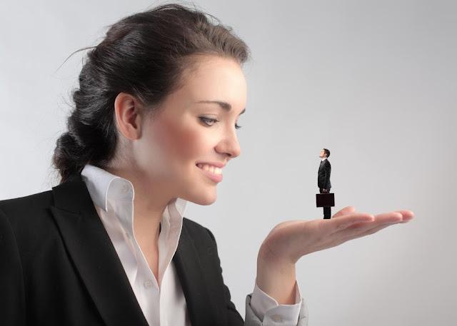 Женщина-начальник что за зверь? Пол начальника имеет принципиальное значение? Женщины в руководящем составе