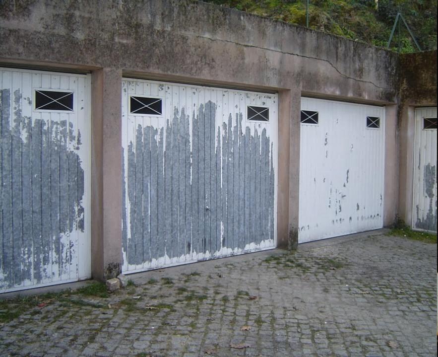 Portões-com-descasque-da-tinta-pintar-a-casa
