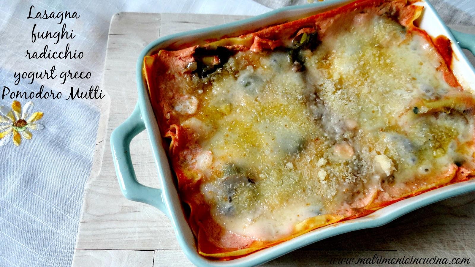 Lasagna con yogurt greco, radicchio, funghi,passata Mutti