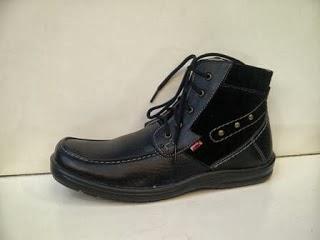 Sepatu Kickers Booth WX