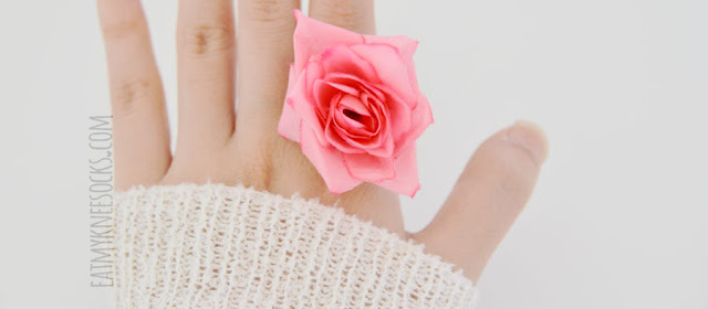Born Pretty Store's cute, spring-inspired, ulzzang-style floral rose ring is a great addition to a simple pastel outfit.