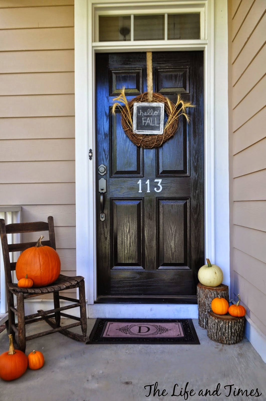 a glimpse inside 25 fall halloween front porch decorating ideas - Halloween Front Porch Decorating Ideas