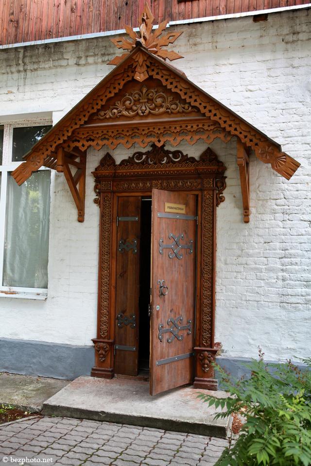 резные деревянные двери фото