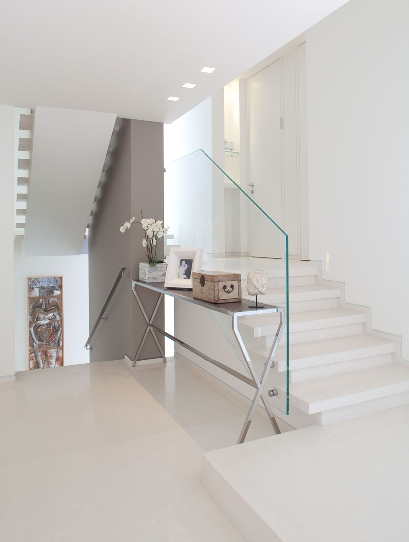 World of architecture white interior design in modern sea for Modern house stairs