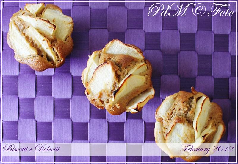http://www.pecorelladimarzapane.com/2012/02/mini-cake-alle-mele-e-nocciole.html