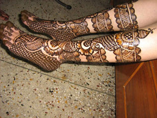 Best Bridal Mehndi Design for Legs