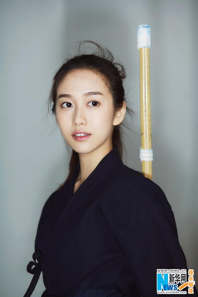 Actress Liu Meihan poses for kendo shots. http://www