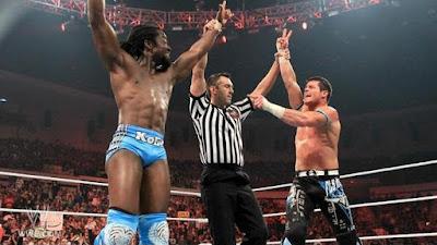 kofi y bourne celebran su victoria en wwe raw