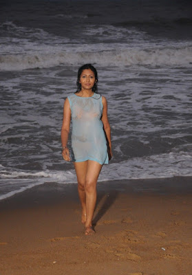 unknow from yen intha mayakkam movie hot images