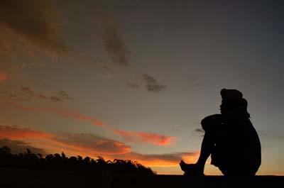 Puisi Lamunan Indah Romantis