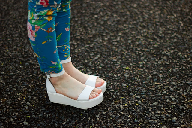 fashion blogger flatform sandals platform white topshop