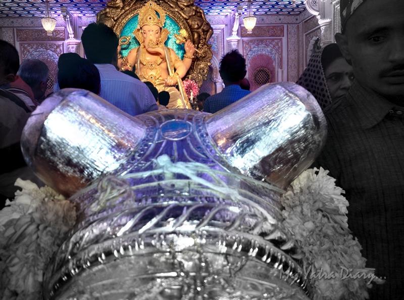 Through the mouse ears, Fortcha Icchapurti Ganesha, Ganesh Pandal Hopping, Mumbai