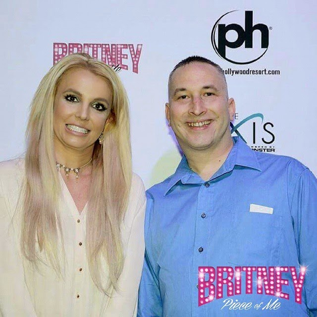 Britney spears cannot hide her disgust during fan meet greet this photo right here had me cracking the f up i am sure britney spears appreciates her fans but the look on her face here is priceless m4hsunfo