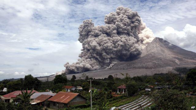 Gunung Sinabung Meletus Lagi, Tanda Apakah Ini ?