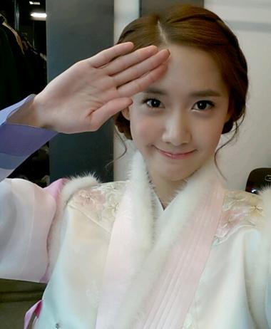 Yoona memakai Hanbok
