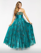 . then you should wear a prom dresses with a sharp or clear color.