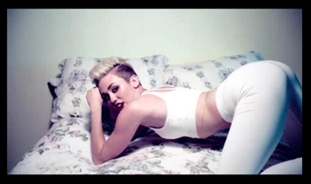 Miley Cyrus enseña culo