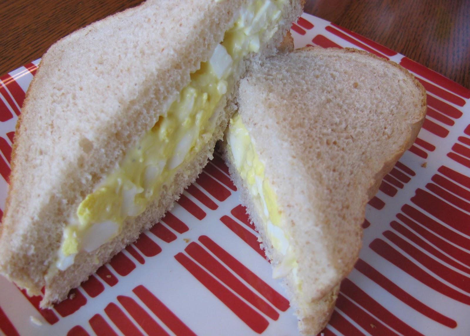 egg salad sandwich 1 hard boiled egg mayonnaise mustard pepper