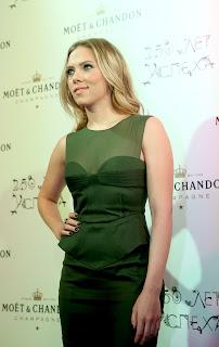 Scarlett Johansson posing for cameras at Moet Chandon 250 Anniversary