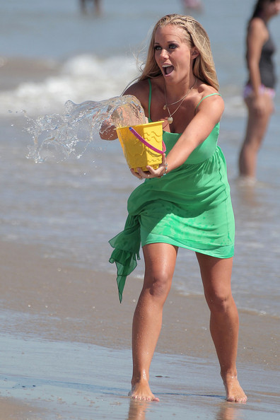 Kendra Wilkinson Fashion Kendra Wilkinson And Family At The Beach