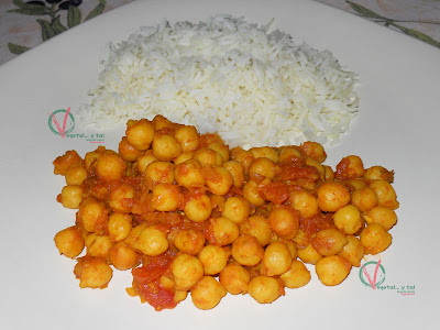 Curry exprés de garbanzos con arroz basmati.
