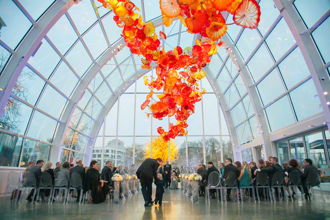 wedding ceremony at chihuly garden and glass