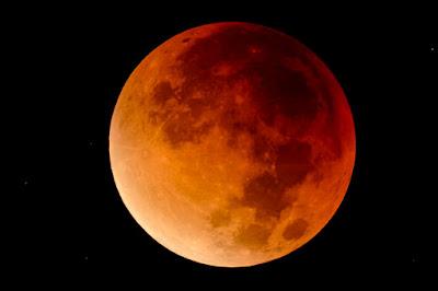 szuperhold, teljes holdfogyatkozás, Magyarország, csillagászat, tudomány,