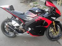 modifikasi vixion kombinasi hitam merah fairing ninja