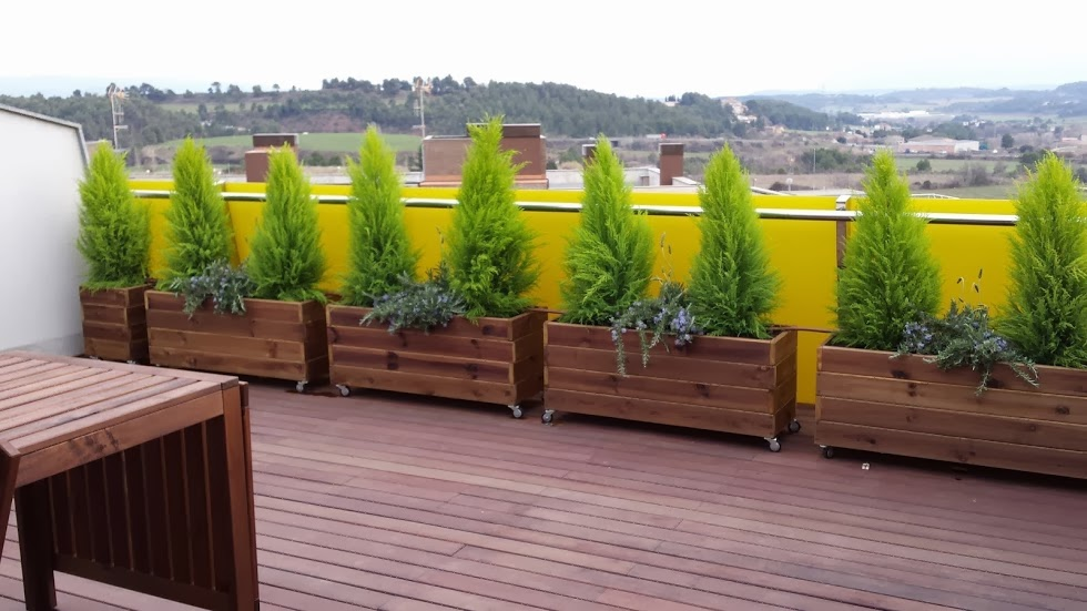 Terraza con jardineras - Maceteros para terrazas ...