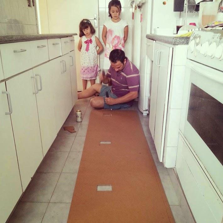Cantinho da leitora cozinha com adesivo de azulejos - Como aplicar microcemento sobre azulejos ...