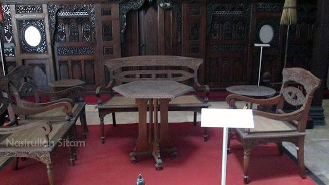 Kursi ukiran khas Jepara