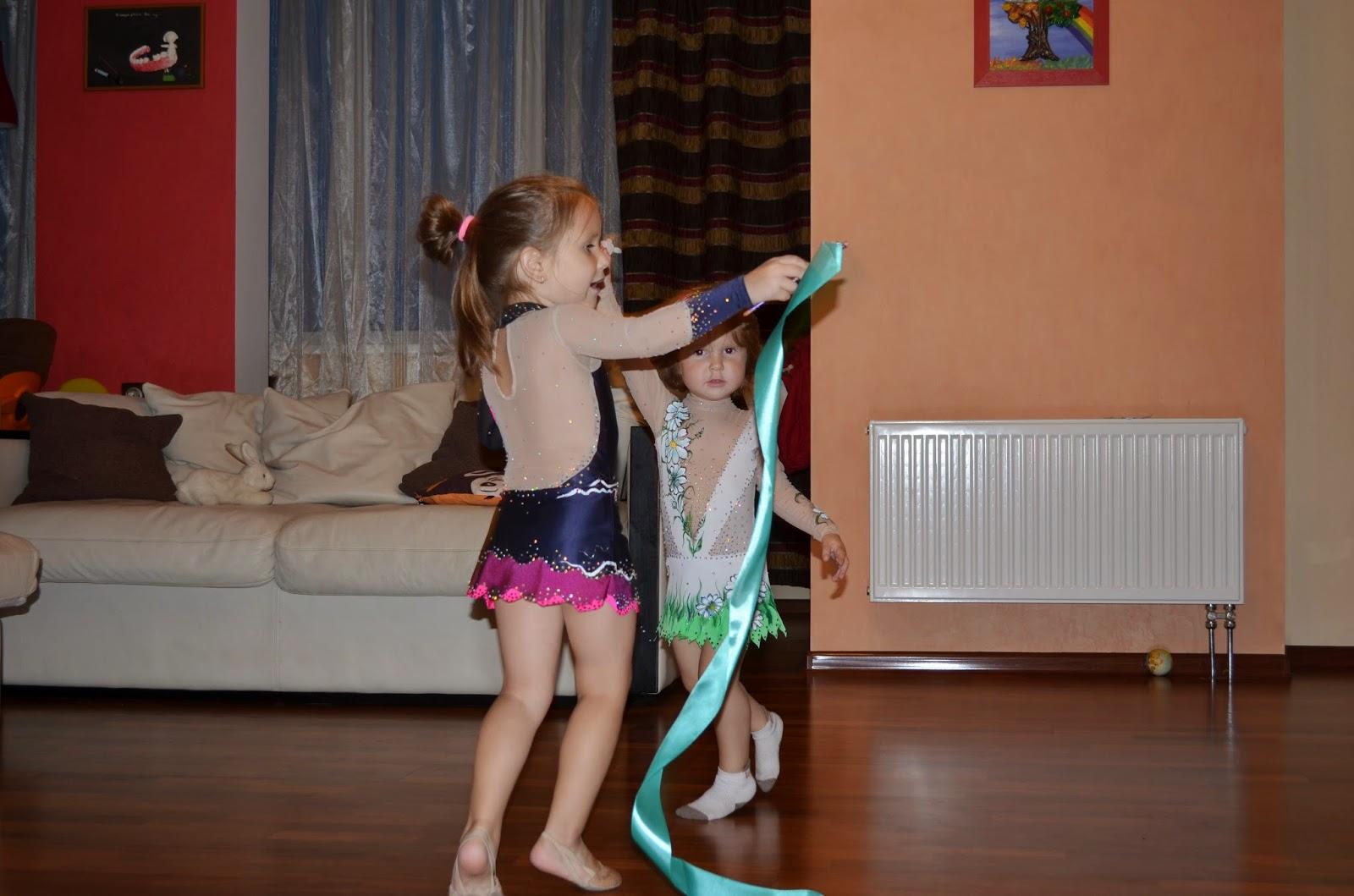 Танцовщицы в белых трусиках фото 15 фотография