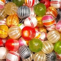 rengarenk cam şekerler, yuvarlak desenli akide şekerleri