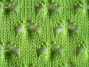 la fiecare rand tricotat am introdus in lucru cate doua din acele de
