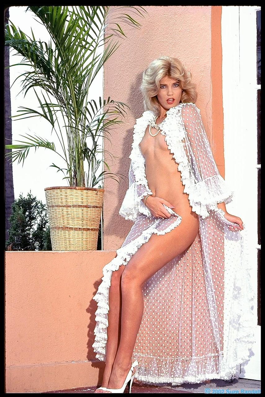 http://1.bp.blogspot.com/-kt-F7Ew96LE/UAcCDO3e4MI/AAAAAAAAAf4/OPTG-xCJH7c/s1600/Stacey01.jpg