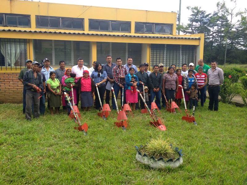 La SAG dota de equipo a 58 familias productoras de papa en Intibucá