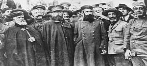 Izquierda a derecha, Coronel Araujo, General Navarro, Tte. Coronel Manuel López Gómez, Tte. Coronel Eduardo Pérez Ortiz y Comandante de Caballería José Gómez Zaragoza, embarcados de vuelta a Melilla tras poner fin a su cautiverio.