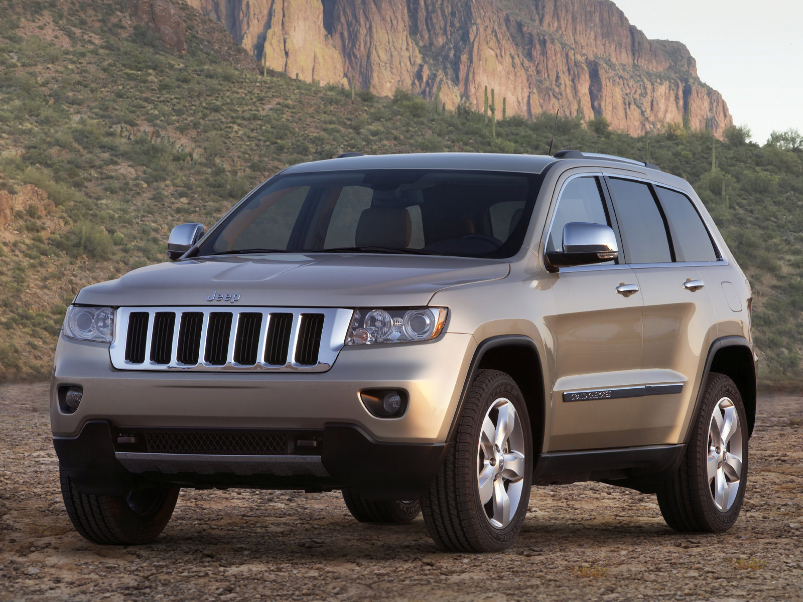 Download Gambar Mobil Jeep Grand Cherokee 2011