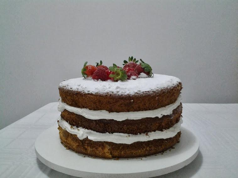 Naked Cake ( famoso bolo pelado com chantilly Présindet)