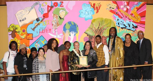 Youth for human rights canada human rights hero award for Art miles mural project