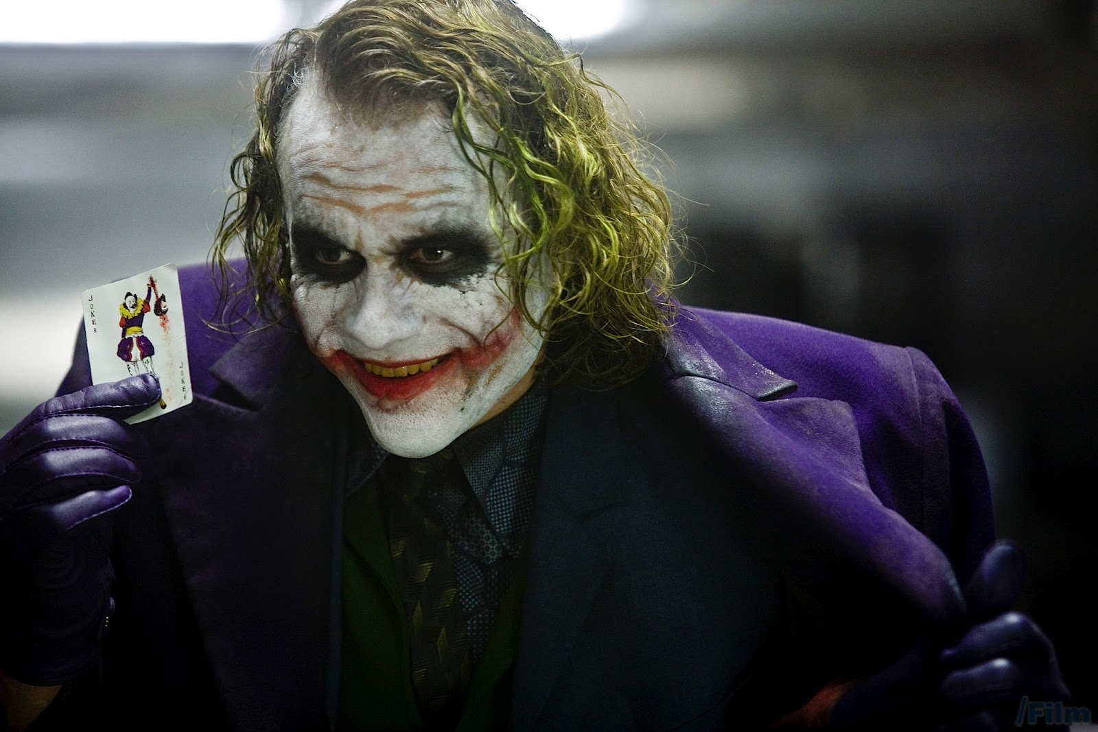 http://1.bp.blogspot.com/-ktpGFlqDLqE/UAdNOmn7RrI/AAAAAAAAAT8/Ypotlv7GOb8/s1600/the_dark_knight_heath_ledger_joker.jpg