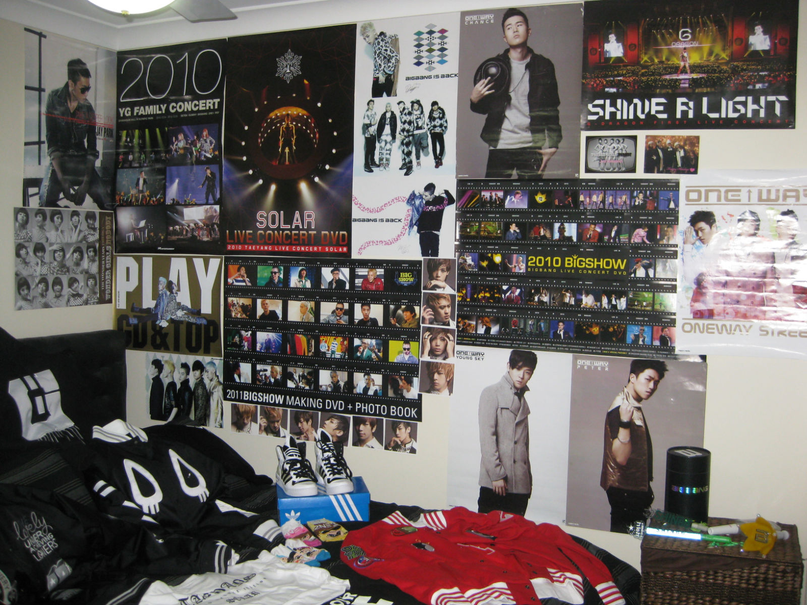 My KPop Room Chapter 3:Josh's room!